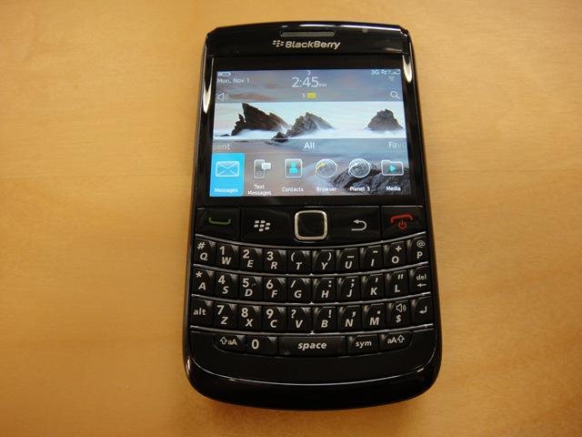 http://www.onemobilering.com/wp-content/uploads/2010/11/blackberry9780front.jpg