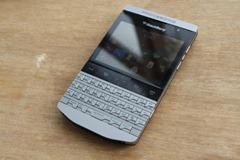 blackberry_knight_9980_r4_porsche-600x399